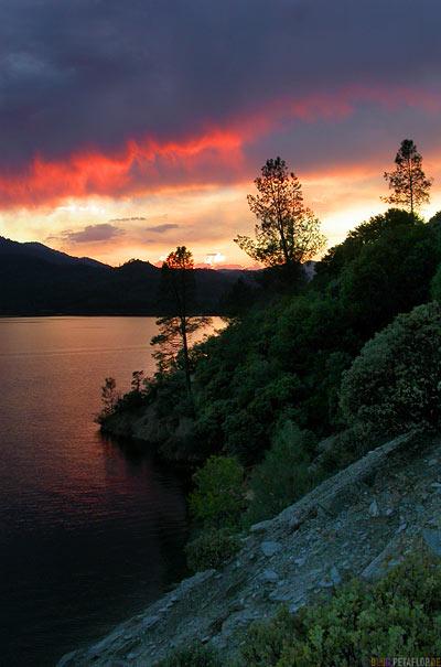 Sunset-Sonnenuntergang-Abendhimmel-evening-sky-Shasta-Trinity-NRA-California-Kalifornien-USA-DSCN4268.jpg