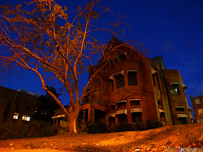 at-night-Ghost-house-Halloween-Geisterhaus-Spukhaus-Denver-Colorado-USA-DSCN7224.jpg