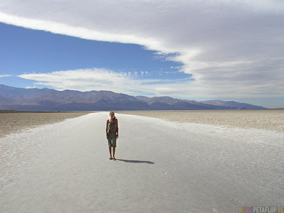 Badwater-Death-Valley-lowest-Point-of-North-America-tiefster-Punkt-Nordamerikas-California-Kalifornien-USA-DSCN5799.jpg