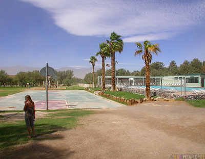 Basketball-Swimming-Pool-Palms-Palmen-Furnace-Creek-Ranch-Death-Valley-California-Kalifornien-USA-DSCN5702.jpg