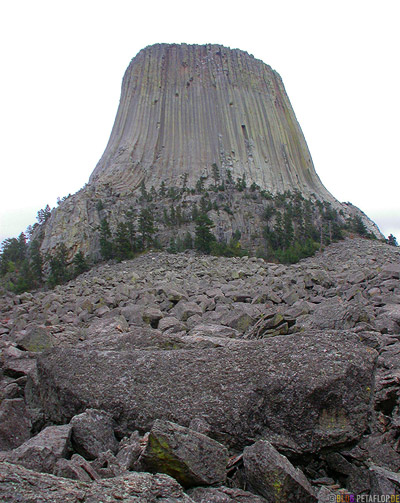 big-rock-piece-grosser-Felsbrocken-Devils-Tower-National-Monument-Close-Encounters-Begegnung-der-dritten-Art-Wyoming-USA-00381.jpg