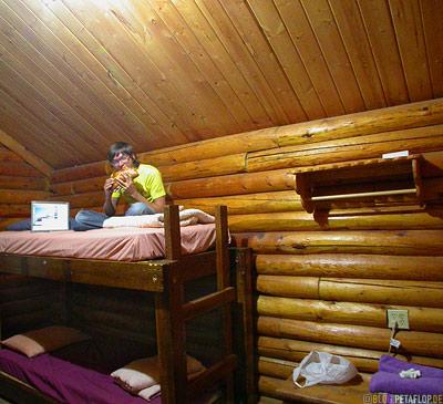bunk-beds-huge-sandwich-sub-Hostel-cabin-Huette-Doppelstockbett-Moab-Utah-USA-DSCN6618.jpg
