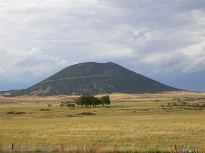 Capulin-Volcano-Vulkan-volcanic-mountain-near-Raton-New-Mexico-Colorado-USA-DSCN7257.jpg
