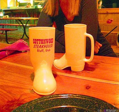 Cowboy-Boot-Mugs-Mug-Boots-Becher-trinkbecher-Cowboystiefel-Form-Cottonwood-Steakhouse-Bluff-Utah-USA-DSCN6531.jpg