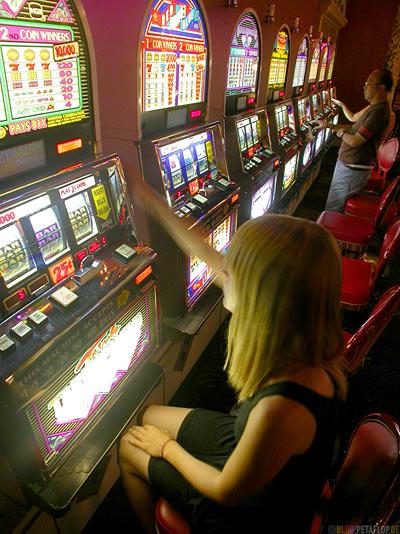 Einarmiger-one-armed-bandit-Spielautomat-Sahara-Hotel-Casino-Las-Vegas-Nevada-USA-DSCN6120.jpg