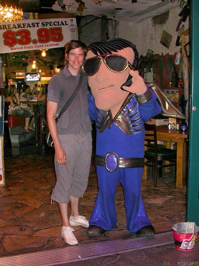 Elvis-Presley-Imitator-Maske-Mask-Ganzkoerper-Verkleidung-Costume-Kostuem-Anzug-Suit-Las-Vegas-Nevada-USA-DSCN6037.jpg