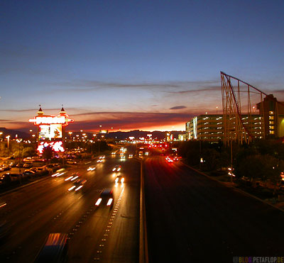 Evening-Sky-Abendhimmel-Roller-Coaster-Achterbahn-Las-Vegas-Flamingo-Road-Nevada-USA-DSCN6011.jpg