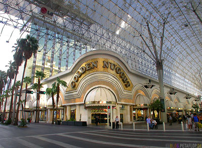 Golden-Nugget-Casino-Sky-Parade-Fremont-Street-Las-Vegas-Nevada-USA-DSCN5927.jpg