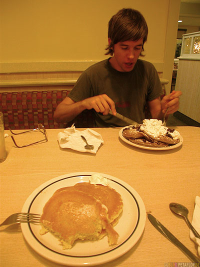 IHOP-international-house-of-pancakes-amerikanisches-Pfannkuchenhaus-Pfannekuchen-Oklahoma-City-Oklahoma-OK-USA-DSCN7347.jpg