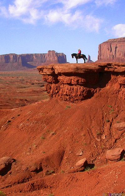 Indian-Cowboy-horse-Pferd-Indianer-Cowboy-red-rocks-rote-Felsen-Monument-Valley-Arizona-USA-DSCN6477.jpg