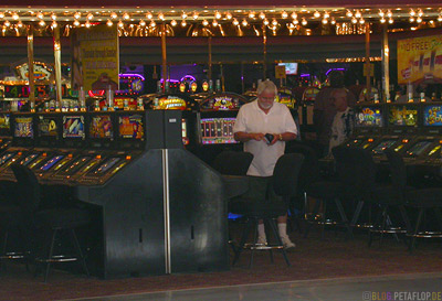 Inside-Casino-searching-for-money-Fremont-Street-Las-Vegas-Nevada-USA-DSCN5914.jpg
