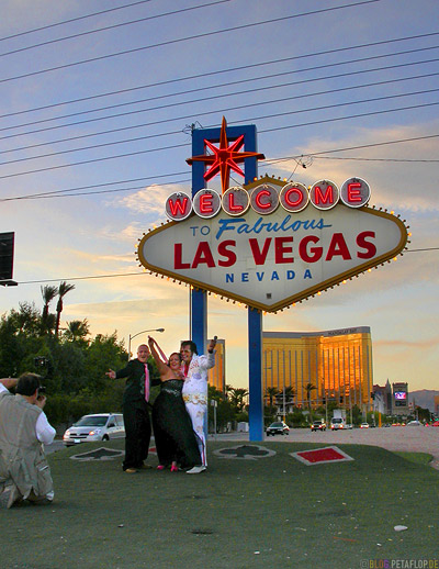 Marriage-Hochzeit-Elvis-Presley-Imitator-Mandalay-Bay-Neon-Sign-Schild-Welcome-to-famous-Las-Vegas-Nevada-USA-DSCN5966.jpg