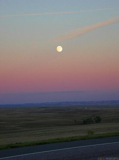 Moon-Sunset-Dusk-Daemmerung-Mond-Nebraska-USA-DSCN7192.jpg
