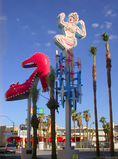 Neon-Girl-Pumps-Museum-Fremont-Street-Fremont-East-District-Las-Vegas-Nevada-USA-DSCN5942.jpg