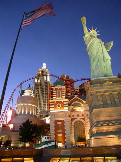 New-York-New-York-Hotel-Casino-Statue-of-liberty-Freiheitsstatue-Roller-Coaster-Achterbahn-Las-Vegas-Nevada-USA-DSCN5999.jpg
