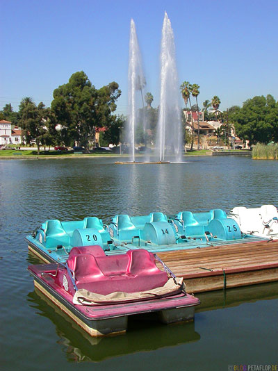 pedalo-pedal-paddleboat-boats-Tretboot-Tretboote-Fountain-Fontaene-Lake-See-Echo-Park-Los-Angeles-California-Kalifornia-USA-DSCN5590.jpg