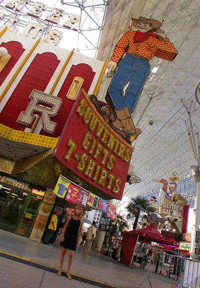 Pioneer-Club-famous-Cowboy-Neon-Figure-Sky-Parade-Fremont-Street-Las-Vegas-Nevada-USA-DSCN5917.jpg