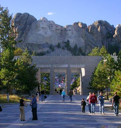 Promenade-Mount-Rushmore-National-Memorial-Keystone-South-Dakota-USA-DSCN7182.jpg