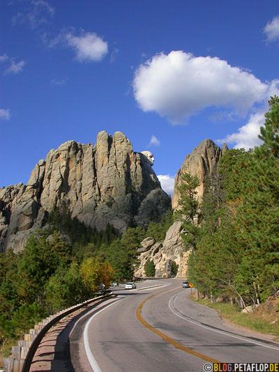 Road-George-Washington-Mount-Rushmore-National-Memorial-Keystone-South-Dakota-USA-DSCN7150.jpg