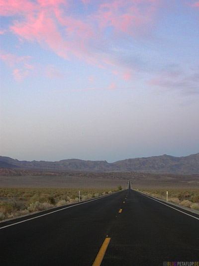 schwarzer-black-asphalt-Road-Strasse-Death-Valley-Deathvalley-Desert-Wueste-California-Kalifornia-USA-DSCN5674.jpg