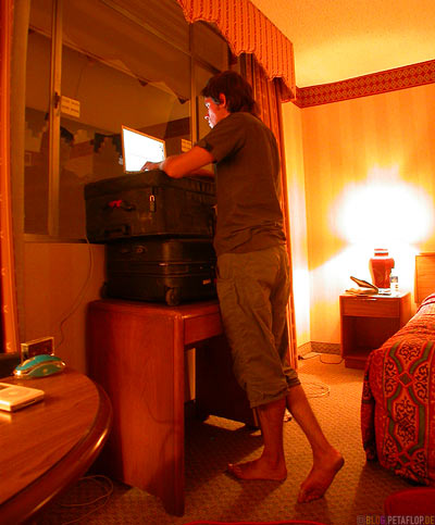 searching-for-wifi-W-LAN-Suche-Sahara-Hotel-Casino-Strip-Las-Vegas-Nevada-USA-DSCN5903.jpg