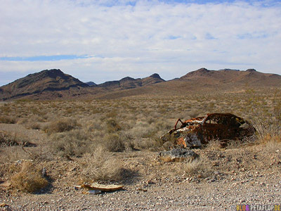shot-rusty-car-Death-Valley-California-Kalifornien-USA-DSCN5838.jpg