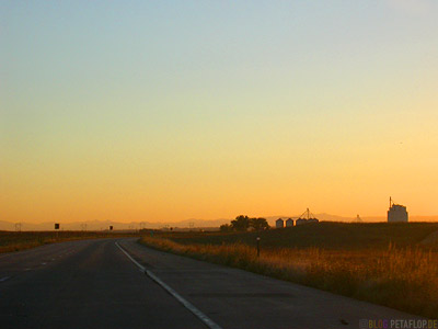 Silos-scenery-landscape-Landschaft-Sonnenuntergang-Sunset-Dusk-Freeway-76-Colorado-USA-DSCN7206.jpg