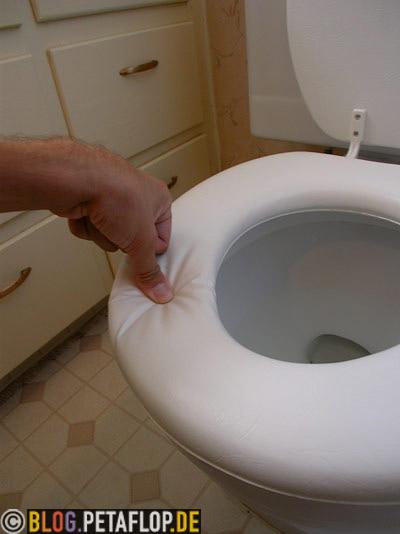 soft-toilet-seat-weiche-Klopbrille-weicher-Toilettensitz-Rodeway-Inn-Motel-Hotel-Page-Arizona-USA-DSCN6386.jpg