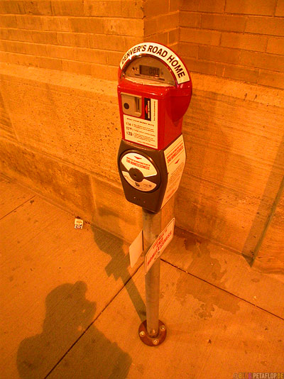 Spenden-Parkuhr-fuer-Obdachlose-donation-Parking-Meter-for-the-homeless-Muni-downtown-Denver-Colorado-USA-DSCN7241.jpg