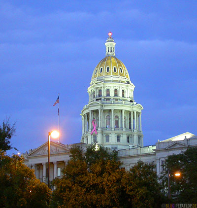 State-Capitol-pink-Breast-Cancer-Ribbon-rosa-Brustkrebs-Schleife-Denver-Colorado-USA-DSCN7221.jpg