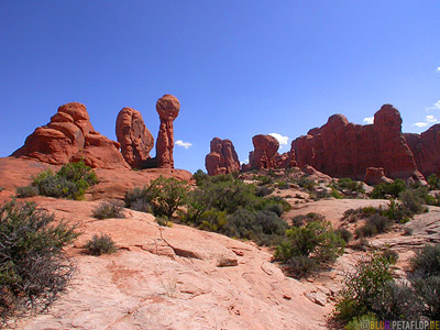Steinsaeulen-rock-columns-red-rot-rote-phallus-roter-Fels-Arches-National-Park-Utah-USA-DSCN6621.jpg