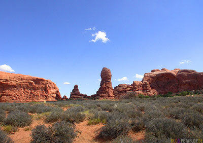 Steinsaeulen-rock-columns-red-rot-rote-phallus-roter-Fels-Arches-National-Park-Utah-USA-DSCN6650.jpg