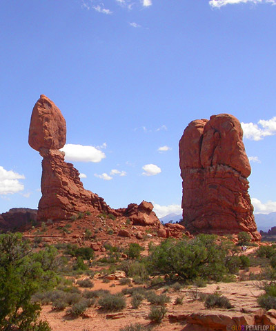 Steinsaeulen-rock-columns-red-rot-rote-phallus-roter-Fels-Arches-National-Park-Utah-USA-DSCN6663.jpg