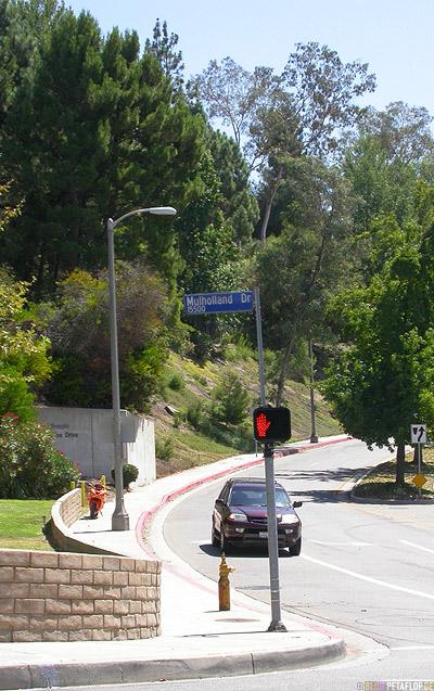 Street-sign-Traffic-lights-Mullholland-Drive-Los-Angeles-California-Kalifornia-USA-DSCN5596.jpg