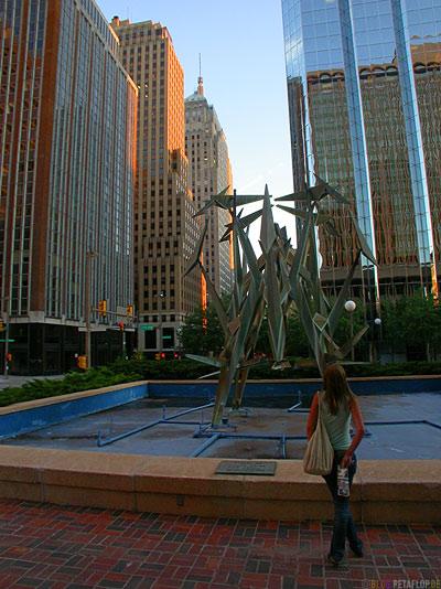 Art-Scuplture-fountain-Springbrunnen-Skulptur-Kunst-Downtown-Oklahoma-City-OK-USA-DSCN7453.jpg