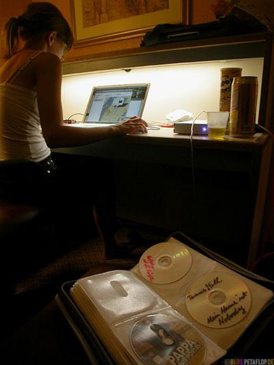 checking-google-maps-hotel-new-york-city-motel-room-little-rock-arkansas-ar-DSCN7728.jpg