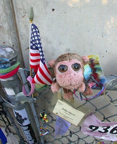 commemorative-Memorabilia-soft-toys-Erinnerungsstuecke-Stofftiere-Bombenanschlag-Mahnmal-National-Memorial-Alfred-P-Murrah-Federal-Building-Victims-Oklahoma-City-OK-USA-DSCN7403.jpg