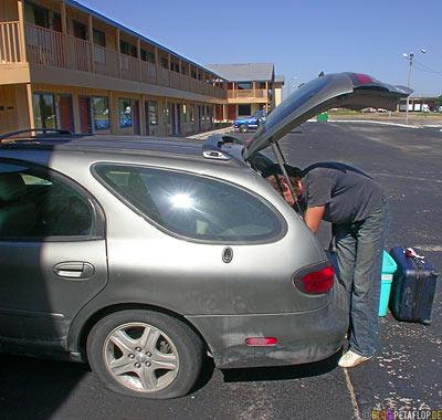 Ford-Taurus-SEL-flat-tire-platter-Reifen-Oklahoma-City-OK-USA-DSCN7351.jpg
