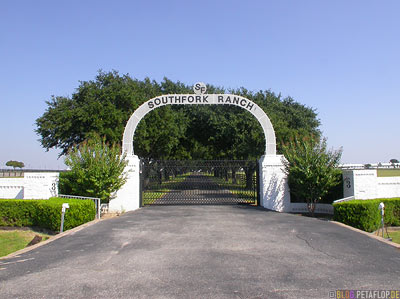 Gate-Entrance-Eingangstor-Southfork-Ranch-Dallas-TV-series-Serie-Dallas-Texas-TX-USA-DSCN7645.jpg