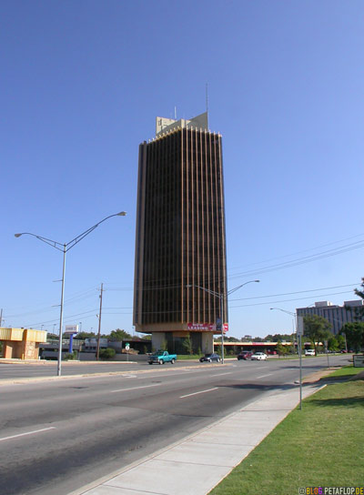 High-rise-apartment-building-Hochhaus-Oklahoma-City-OK-USA-DSCN7367.jpg