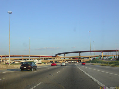 Highway-Road-Bridges-Ueberfuehrung-Autobahn-Driving-into-Dallas-Einfahrt-nach-Dallas-Texas-USA-DSCN7480.jpg