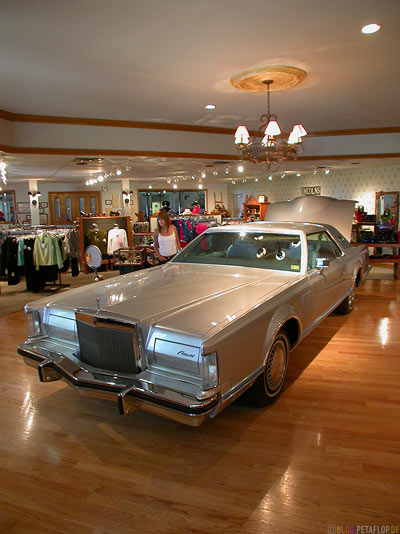 Lincolns-and-longhorns-Jock-Ewing-original-1978-Lincoln-Continental-Dallas-Museum-Southfork-Ranch-Dallas-TV-series-Serie-Dallas-Texas-TX-USA-DSCN7615.jpg