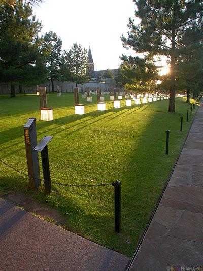 Mahnmal-Denkmal-Opfer-Bombenanschlag-National-Memorial-Alfred-P-Murrah-Federal-Building-Bombing-Victims-Oklahoma-City-OK-USA-DSCN7415.jpg