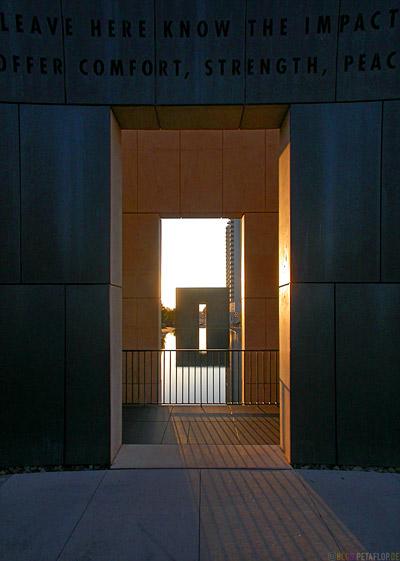 Mahnmal-Denkmal-Opfer-Bombenanschlag-National-Memorial-Alfred-P-Murrah-Federal-Building-Bombing-Victims-Oklahoma-City-OK-USA-DSCN7430.jpg