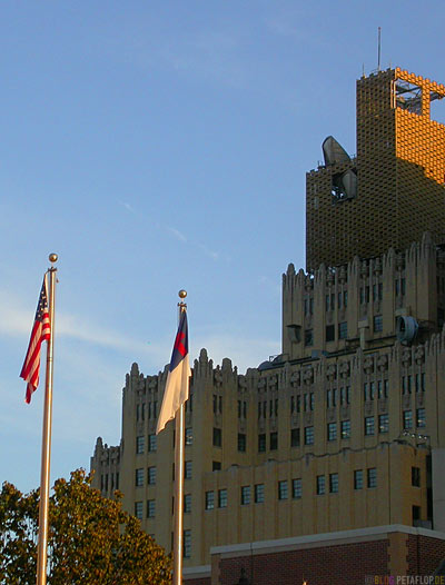 Old-high-rise-building-with-transmitting-antennae-Altes-Hochhaus-mit-Sendeantennen-Oklahoma-City-OK-USA-DSCN7435.jpg