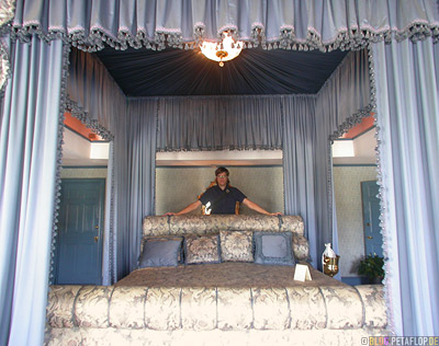 Schlafzimmer-Bed-Bedroom-J-R-Ewing-Southfork-Ranch-Dallas-TV-series-Serie-Dallas-Texas-TX-USA-DSCN7572.jpg