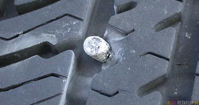 Screw-Schraube-im-Ford-Taurus-SEL-flat-tire-platter-Reifen-Oklahoma-City-OK-USA-DSCN7361.jpg