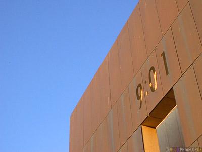 Time-9-01-Mahnmal-Denkmal-Opfer-Bombenanschlag-National-Memorial-Alfred-P-Murrah-Federal-Building-Bombing-Victims-Oklahoma-City-OK-USA-DSCN7418.jpg
