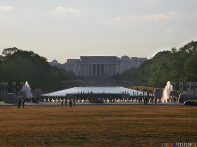 Abraham-Lincoln-Memorial-and-WWII-Memorial-National-Mall-Washington-DC-USA-DSCN8306.jpg