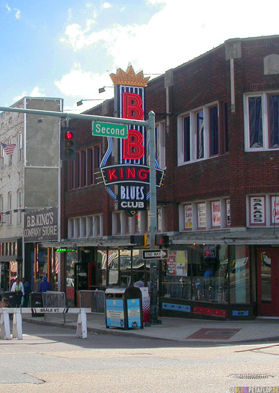 BB-Kings-Blues-Club-Company-Store-Beale-Street-Memphis-Tennessee-TN-USA-DSCN7900.jpg